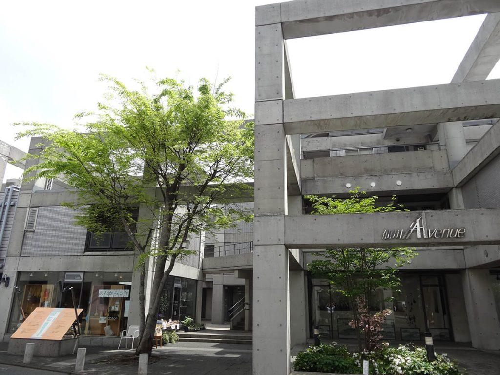 弊社は仙川アベニュー南パティオの2階になります。
